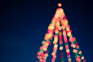 wallpaper de Crăciun cu brad luminat bokeh