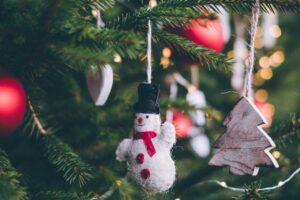 decoratie om de zăpadă brad